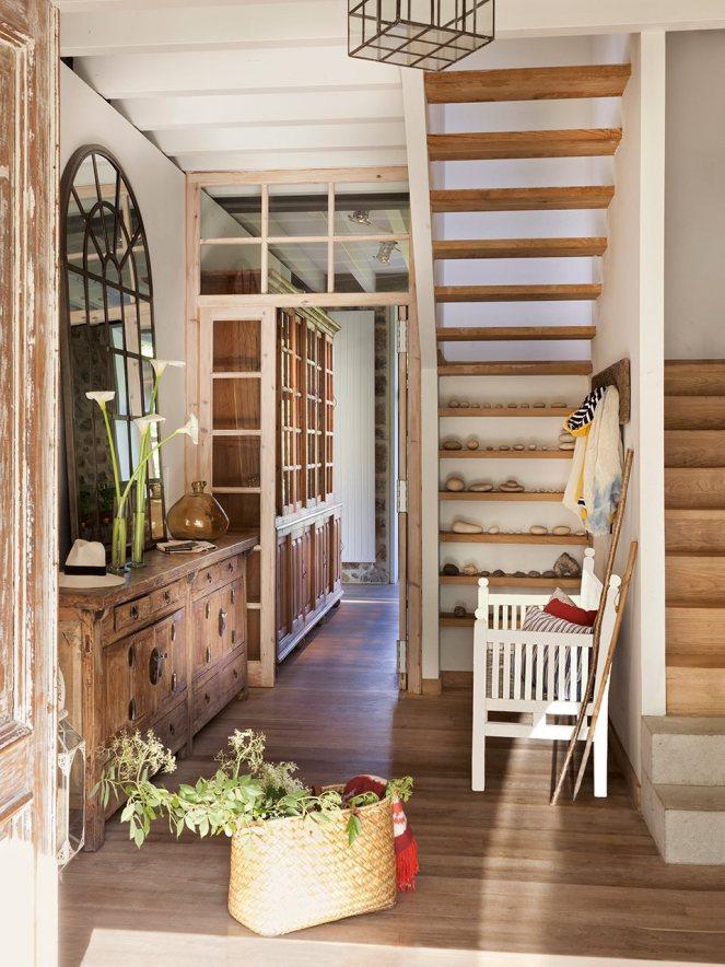 recibidor_rustico_con_piedras_decorando_escalera_960x1280
