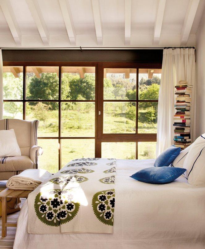 dormitorio_con_pared_ventanal_y_butaca_1054x1280