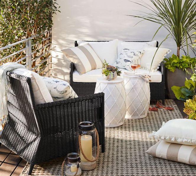 sea-pod-indoor-outdoor-pillow-o